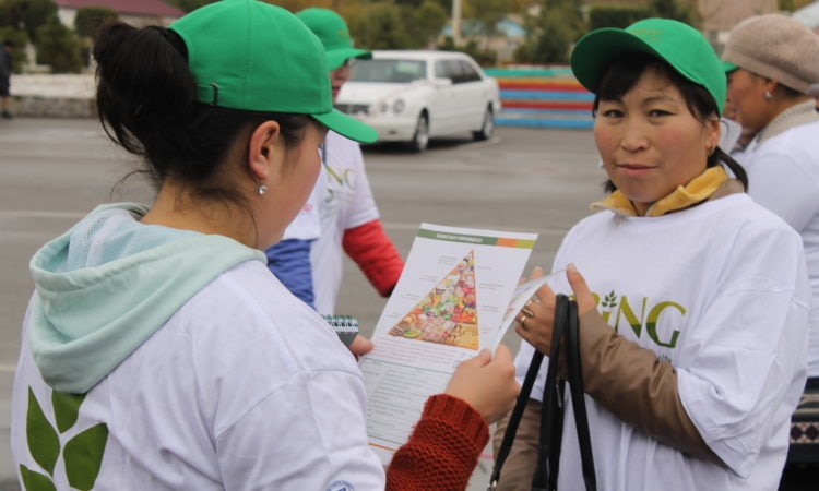Youth marathon_participant with SPRING dissemination material_Naryn_Oct 14